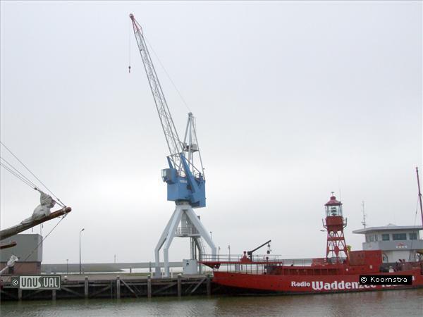 dockside crane hotel in harlingen netherlands. Black Bedroom Furniture Sets. Home Design Ideas