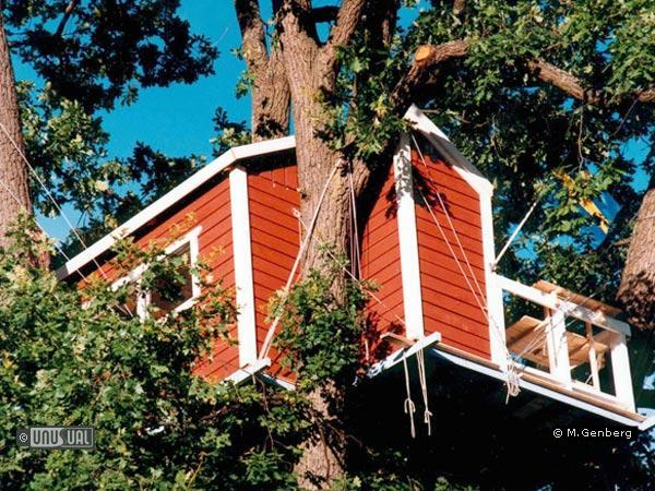 Woodpecker Hotel set 13m up a Swedish tree in Vasteras